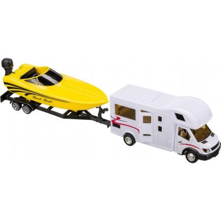 Obytné auto s prívesom a člnom